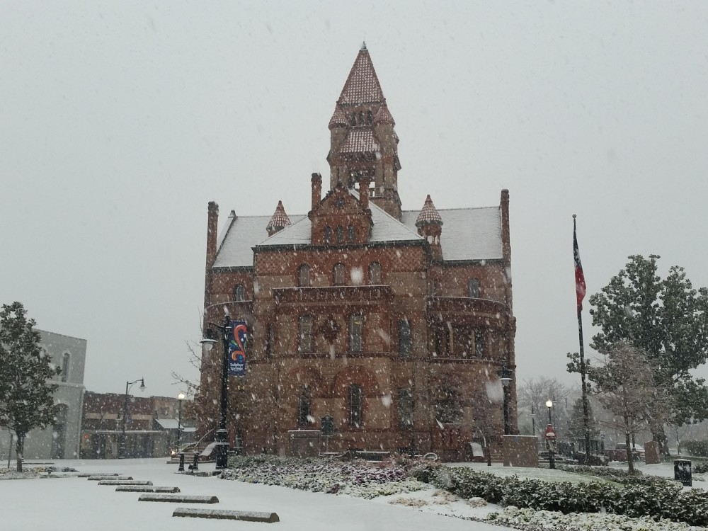 courthouse snow square